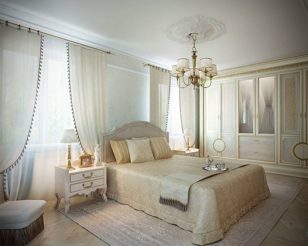 Спальня в классическом стиле в светлых тонах с коричневой мебелью: дизайн интерьера   - 30 фото
