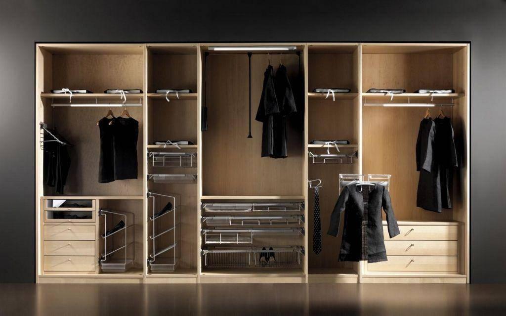 Фотографии примеров внутреннего наполнения шкафа-купе в прихожей