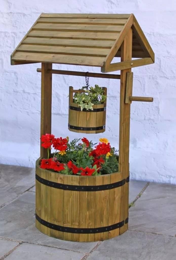 Деревянный колодец как декоративный элемент экстерьера