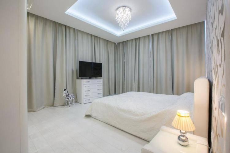 100 фото и 2 видео с лучшими вариантами натяжных потолков для спальни