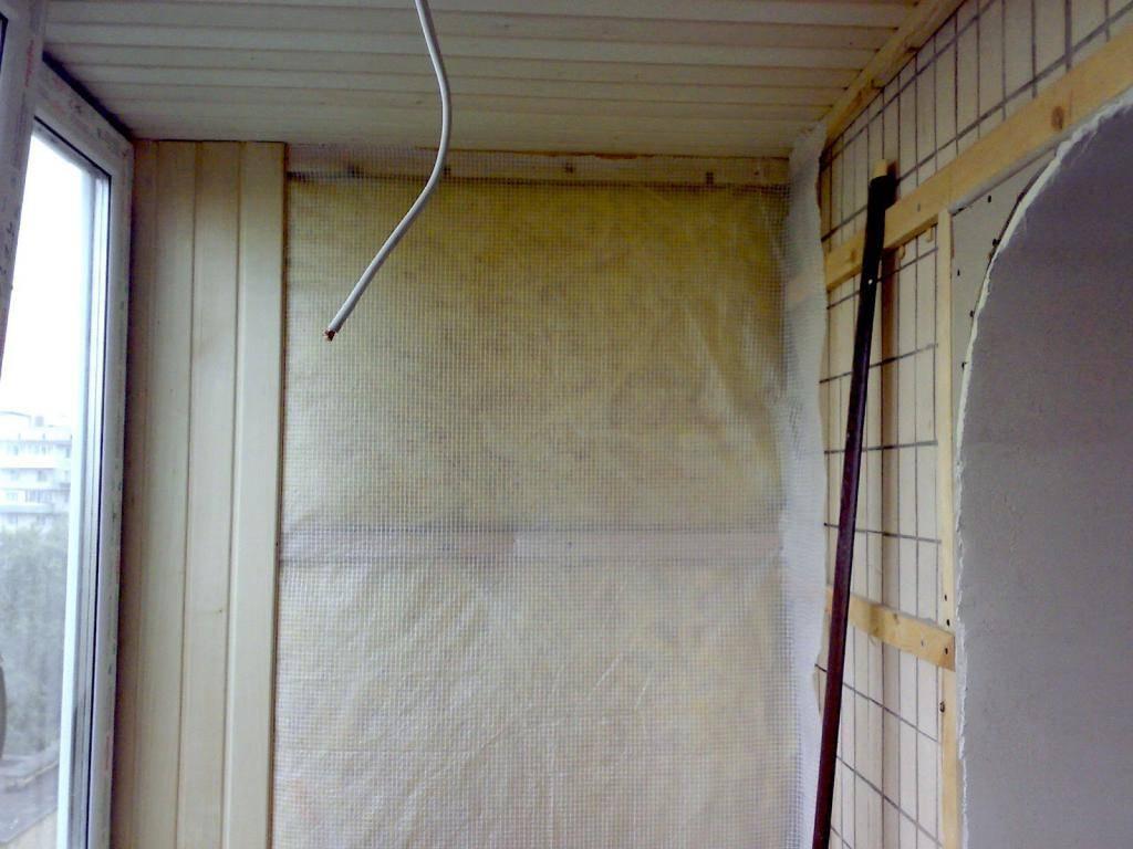 Обшивка балкона вагонкой: особенности, выбор материала, нюансы монтажа, примеры