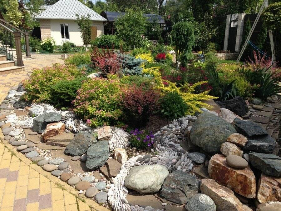 Сухой ручей в ландшафтном дизайне: как сделать декоративный мостик через сухой ручей в саду пошагово  - 27 фото