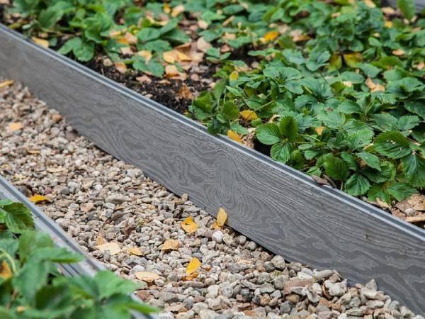 Ограждения для грядок: ограда из дпк, из чего сделать забор для огорода и клумб, материал и варианты на фото