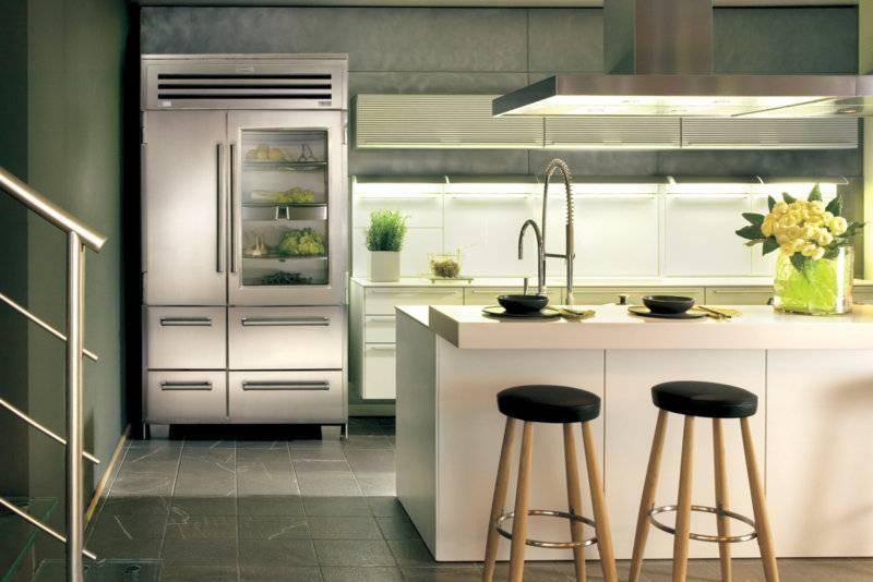 Холодильник в интерьере кухни: размещение, примеры в 50 фото
