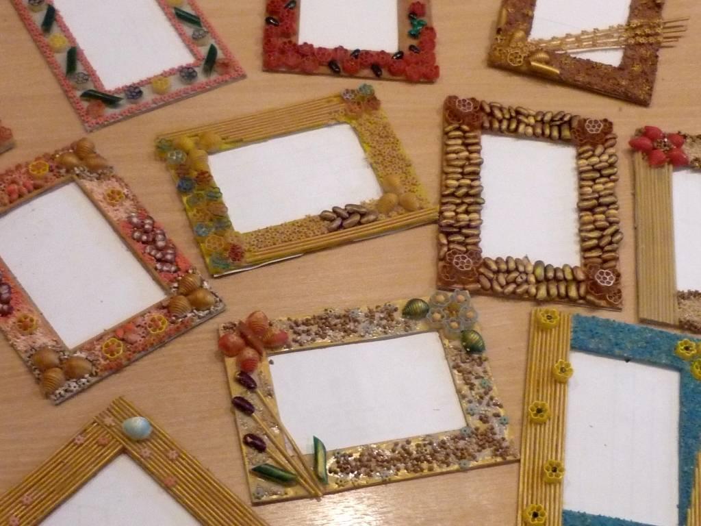 Рамки для фото своими руками на стену: 6 популярных способов создания из подручных материалов