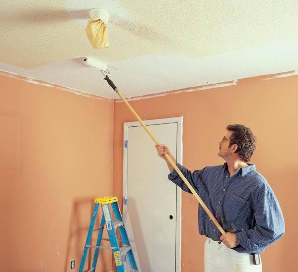 Как покрасить потолок без разводов и полос: инструкция как сделать своими руками, видео и фото