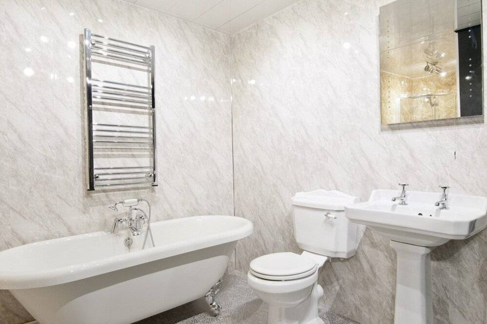 Отделка ванной комнаты пластиковыми панелями (132 фото): ремонт панелями пвх своими руками