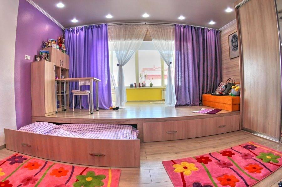 Кровать подиум в маленькой комнате с выдвижными ящиками  - 22 фото