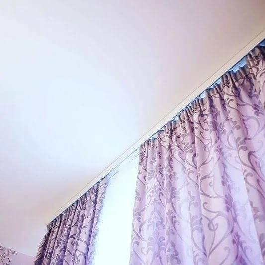 Ниша для штор (скрытый карниз) в натяжном потолке: варианты конструкций и методы крепления