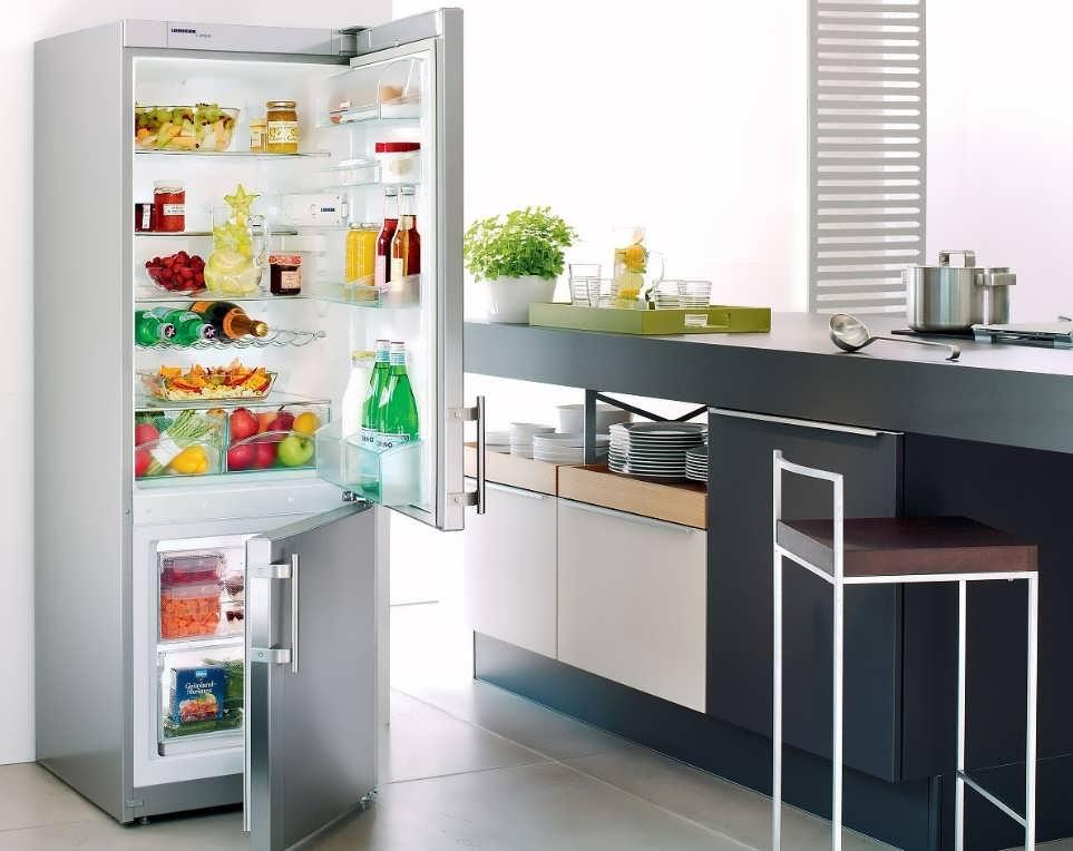 Какие холодильники подойдут для дизайна кухни: классика и модерн
