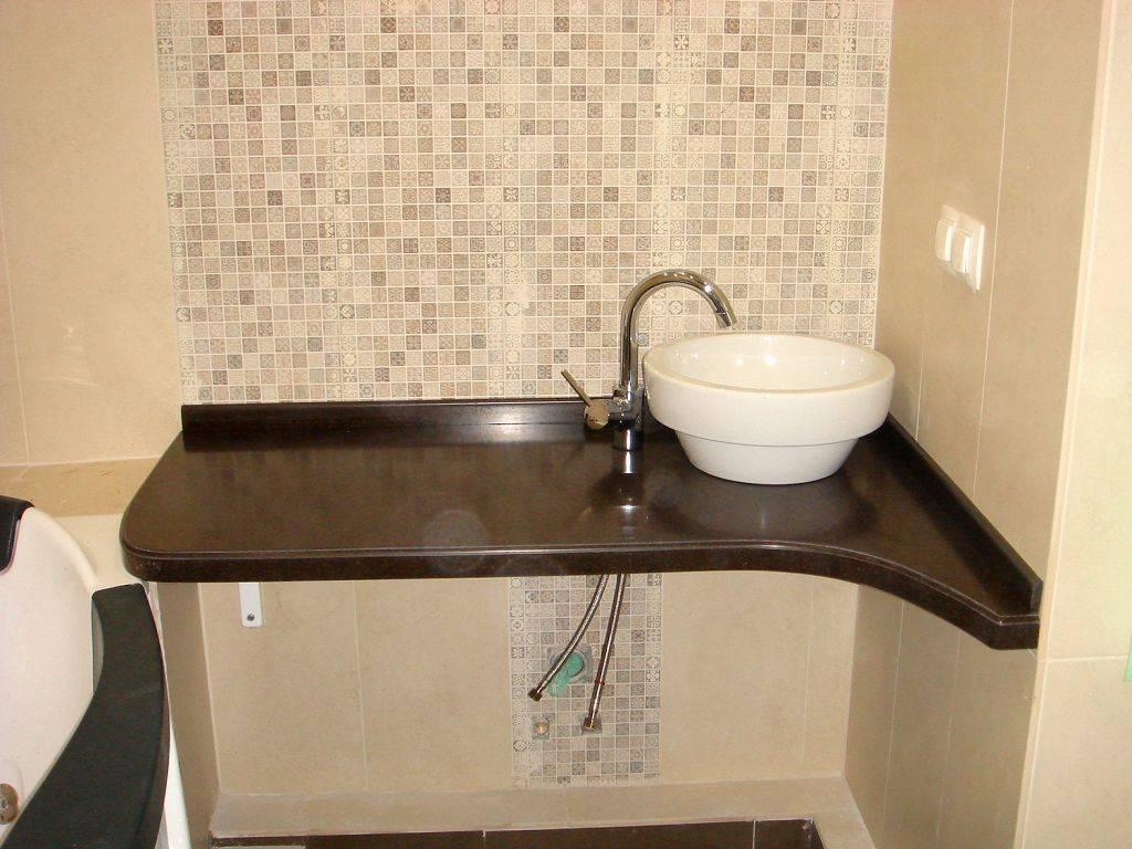 Столешница в ванную под раковину и стиральную машину (71 фото): встроенная машинка и раковина под одной столешницей в комнате, высота единого стола под стиралку и мойку