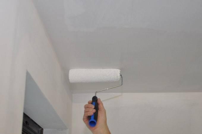 Как и чем покрасить потолок на кухне, какую краску лучше выбрать, подробное фото и видео