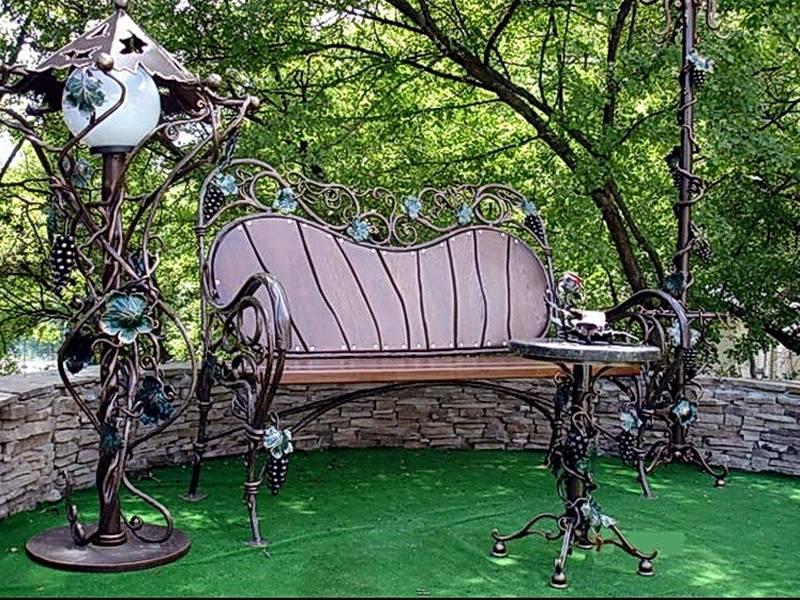 Деревянные скамейки (102 фото): садовые резные лавки из дерева для дачи, уличные красивые простые и необычные скамейки. чем обработать скамью на улице?