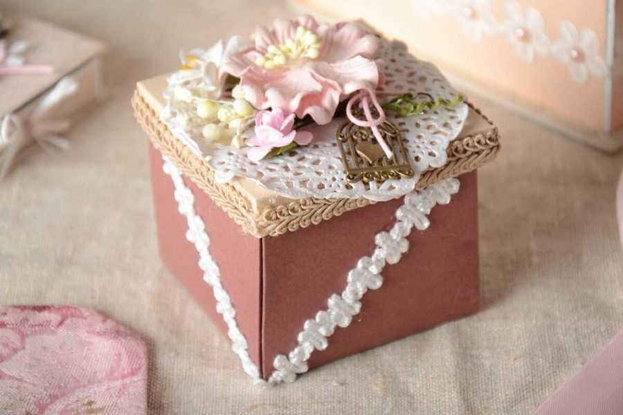 Декорируем коробку своими руками для любого случая