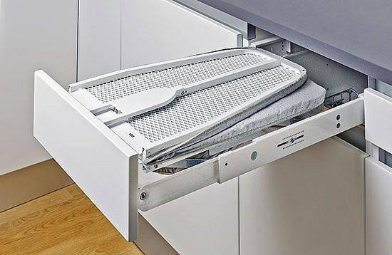 Гладильная доска в шкафу: достоинства и недостатки прибора