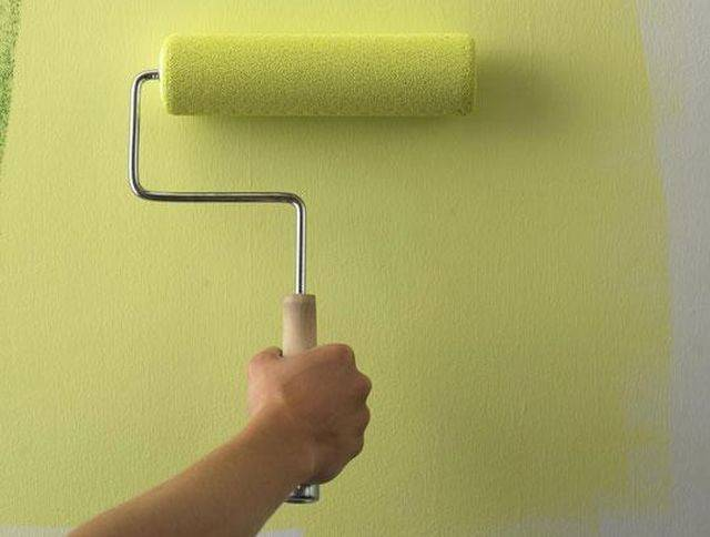 Особенности покраски стен водоэмульсионкой