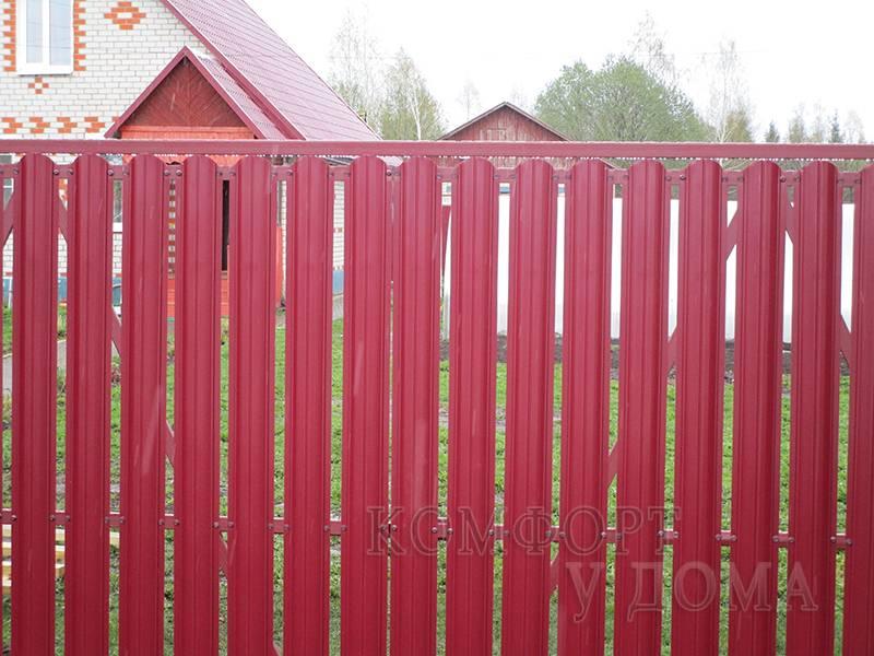 Как самому установить забор из металлоштакетника