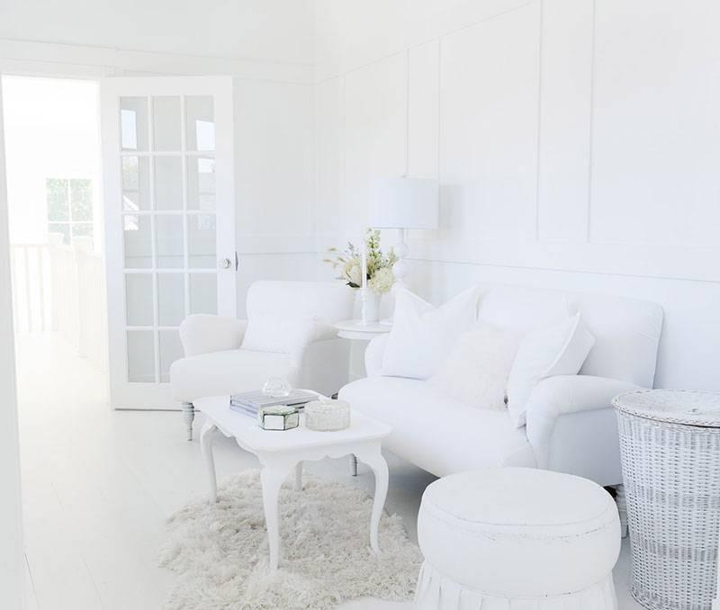 Белые стены в интерьере: большие возможности модной тенденции