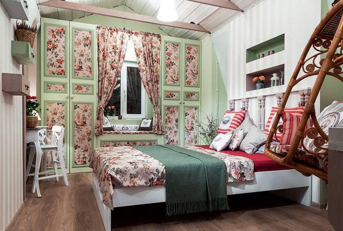 Спальня в стиле прованс (121 фото): дизайн интерьера своими руками, обои и белые шторы, мебель и люстра для маленькой комнаты
