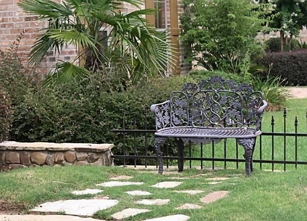 Скамейки со спинкой (60 фото): садовые лавочки и скамьи в прихожую. как сделать их своими руками по чертежам? угол наклона спинки уличной лавки