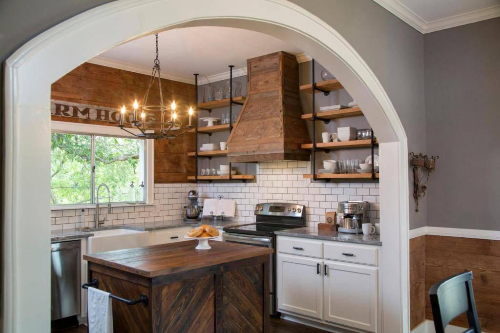 Арка на кухню вместо дверей