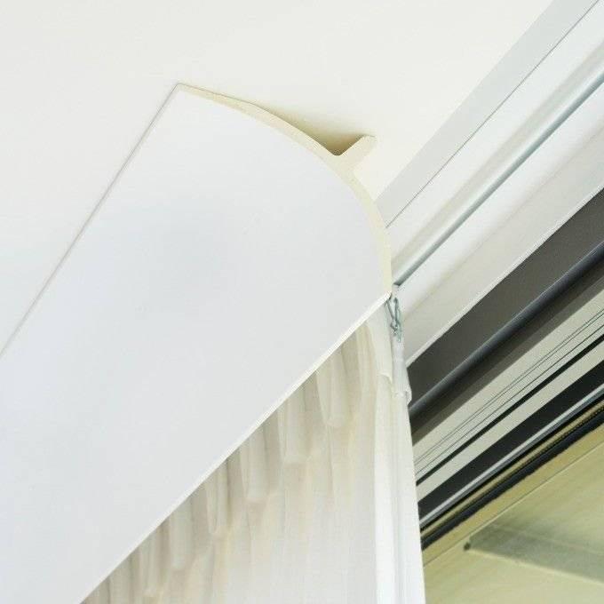 Натяжной потолок с потолочным карнизом: какой лучше выбрать - 16 фото