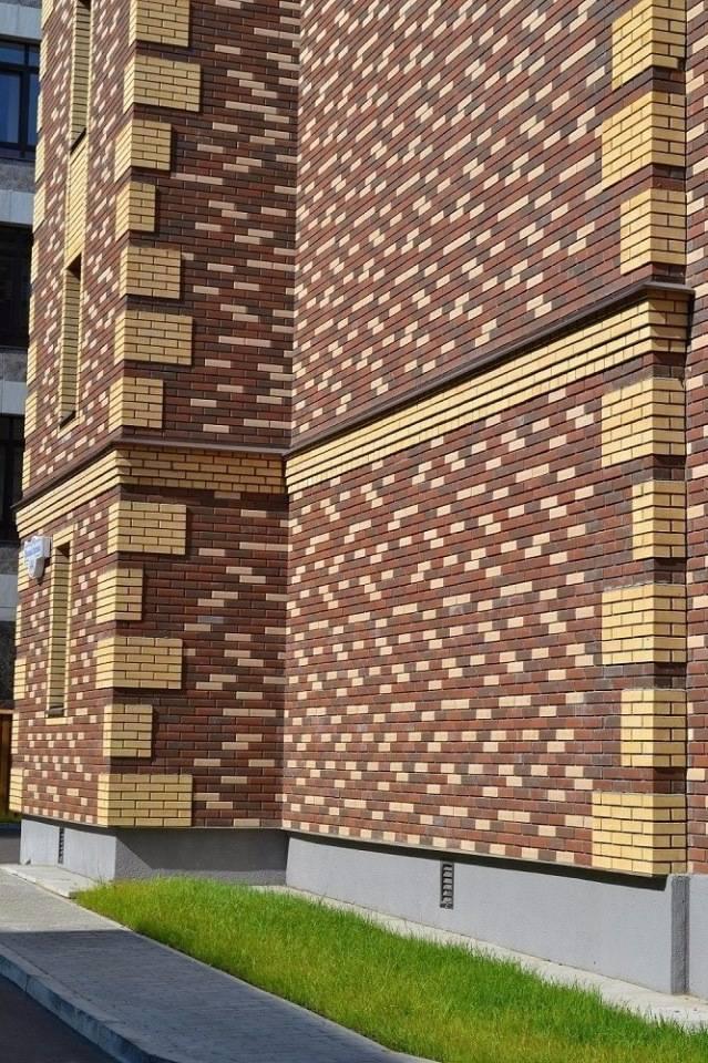 Фасады домов из кирпича разного цвета, фото.