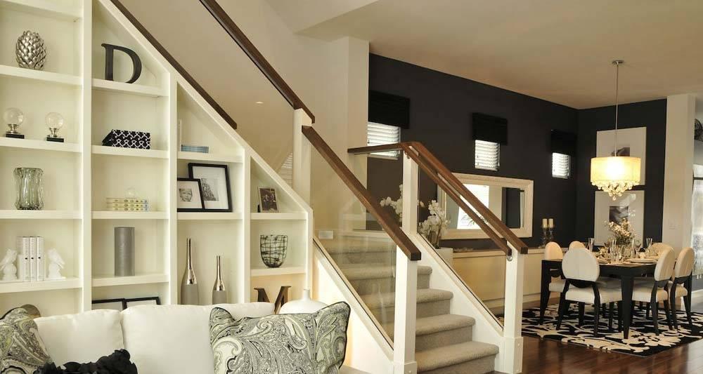 Интерьер гостиной с лестницей  на второй этаж (50 фото)