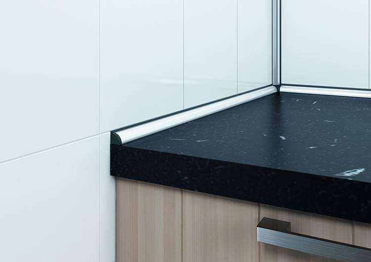 Плинтусы для столешницы на кухню: их назначение, установка алюминиевого и пластикового кухонного профиля