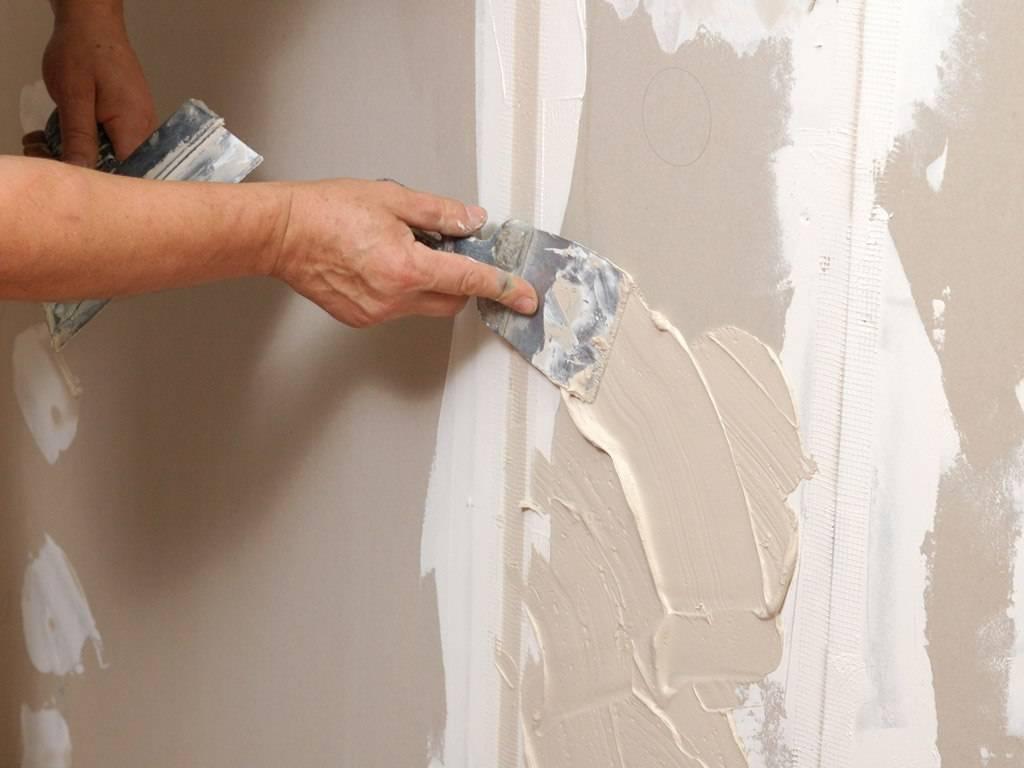 Как правильно шпаклевать стены под обои своими руками?