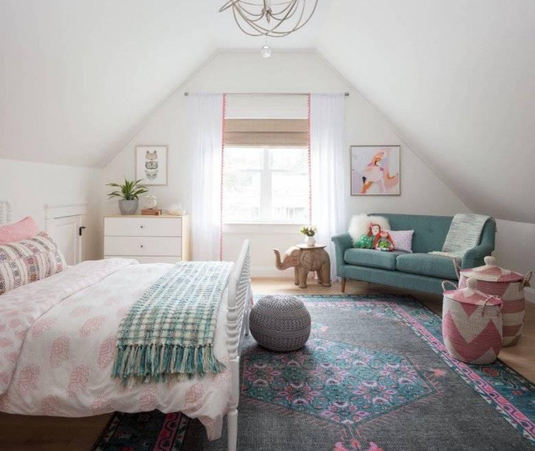 Оформление интерьера мансарды в загородном доме, на даче, фото примеры дизайна интерьера детской комнаты, спальни, гостиной, кабинета на мансардном этаже