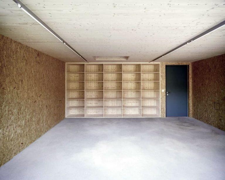 Какую внутреннюю отделку гаража выбрать и сделать своими руками: пошагово- виды материала +видео