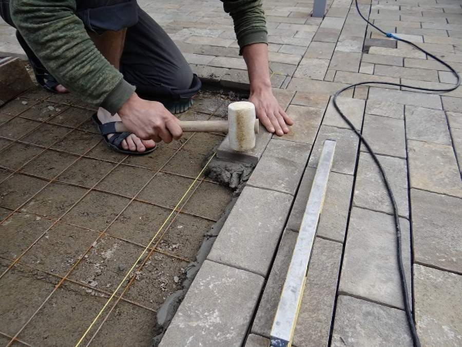 Как сделать тротуарную плитку в домашних условиях – технология и особенности изготовления своими руками
