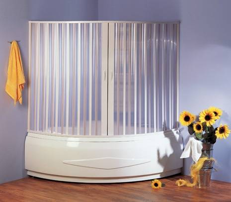 Использование раздвижной ширмы в интерьере ванной комнаты
