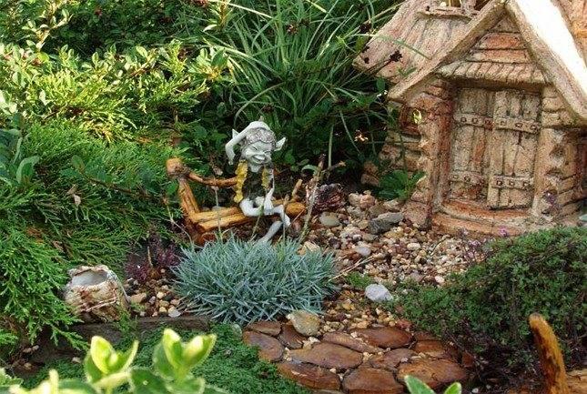 Садовые гномы — советы по украшению дачного участка + инструкция, как выбрать и разместить