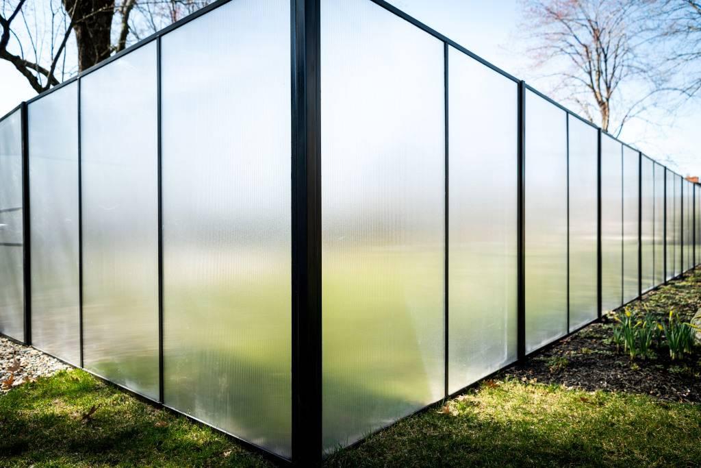 Забор для частного дома - обзор популярных видов +98 фото