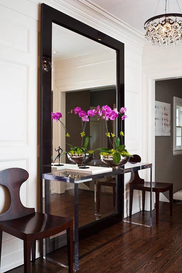 Зеркала напротив входной двери, можно ли их так вешать