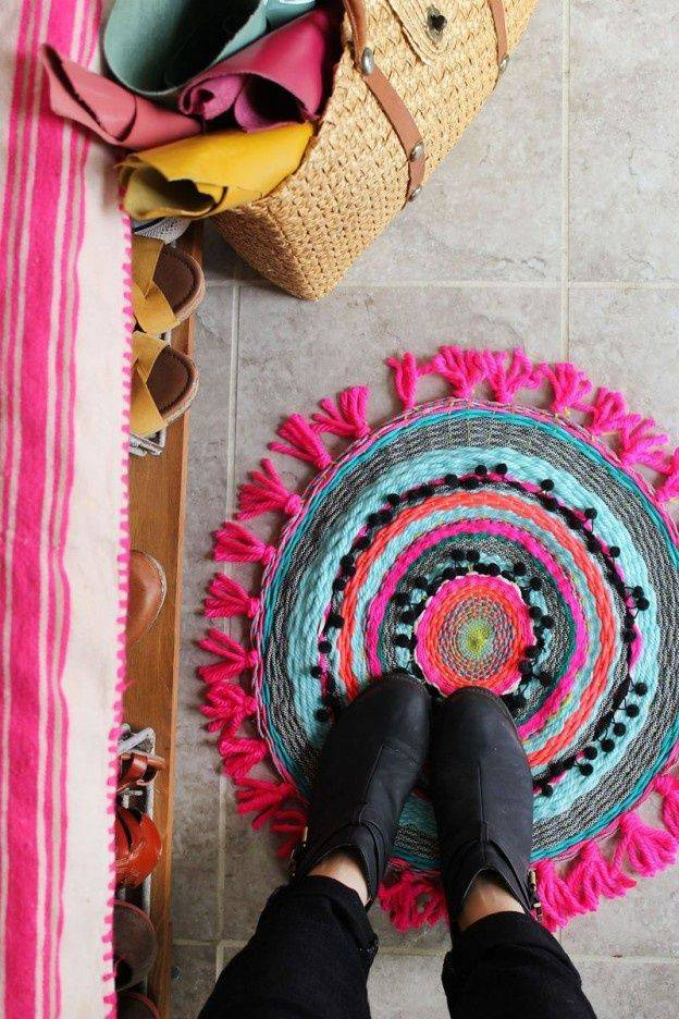 Коврики из старых вещей: уютные идеи для начинающих и опытных мастериц. как дать вторую жизнь футболкам, колготкам, полотенцам и джинсам