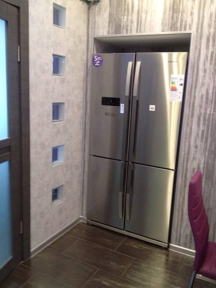Холодильник в коридоре: варианты как спрятать, фото идей дизайна комнаты