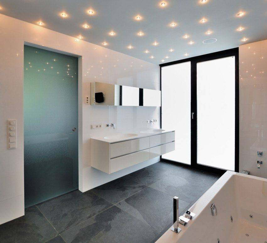 Ванная комната с натяжным потолком — варианты дизайна освещени