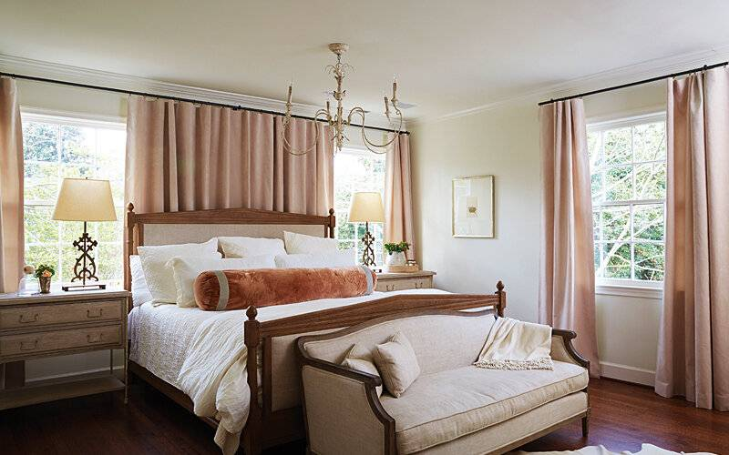 Гостиная с двумя окнами - 85 фото вариантов стильного дизайна