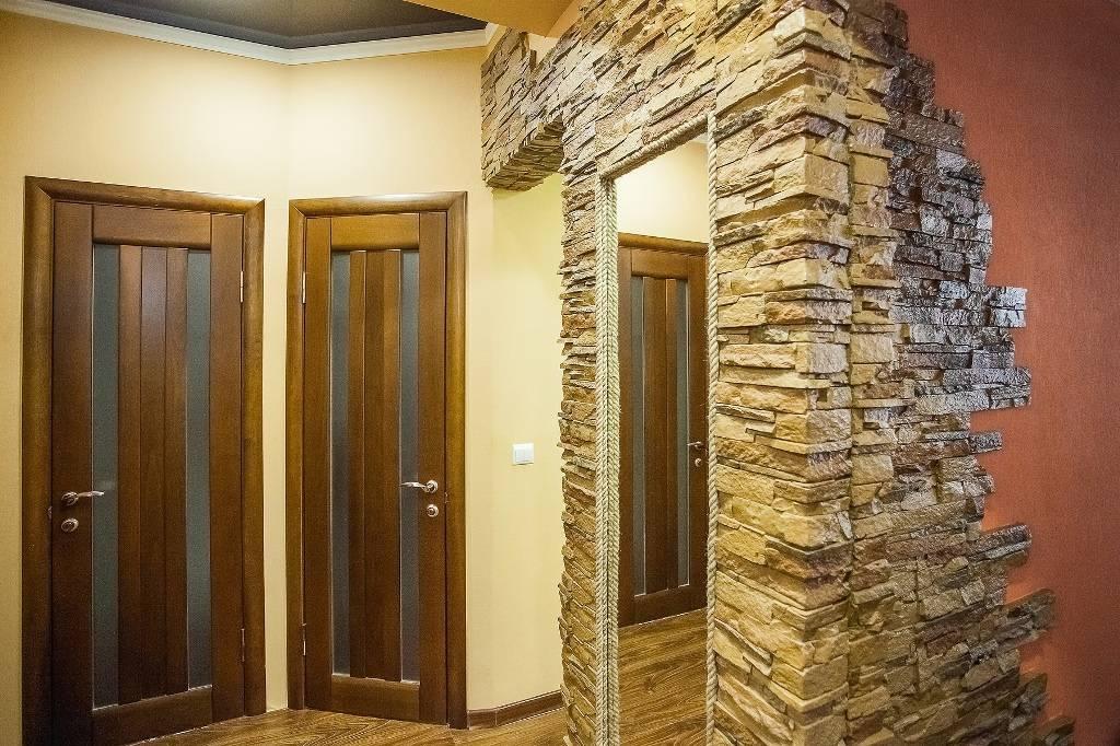 Отделка дверей декоративным искусственным камнем, монтаж своими руками, фото примеры