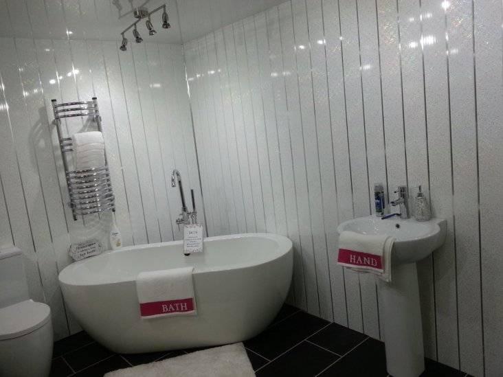 Пластиковая отделка ванной: советы по выбору и монтажу + пошаговая инструкция и 150 фото примеров