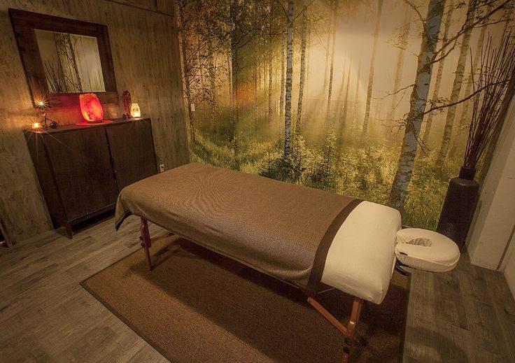 Дизайн интерьера салона красоты, парикмахерской маленькой площади и маникюрного кабинета в белом цвете  - 34 фото