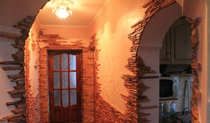 Отделка дверного проема декоративным камнем с фото