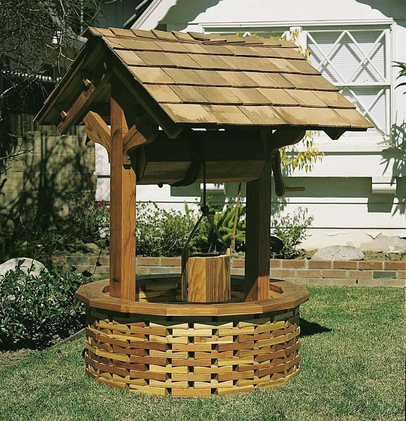 Особенности строительства домика для колодца своими руками