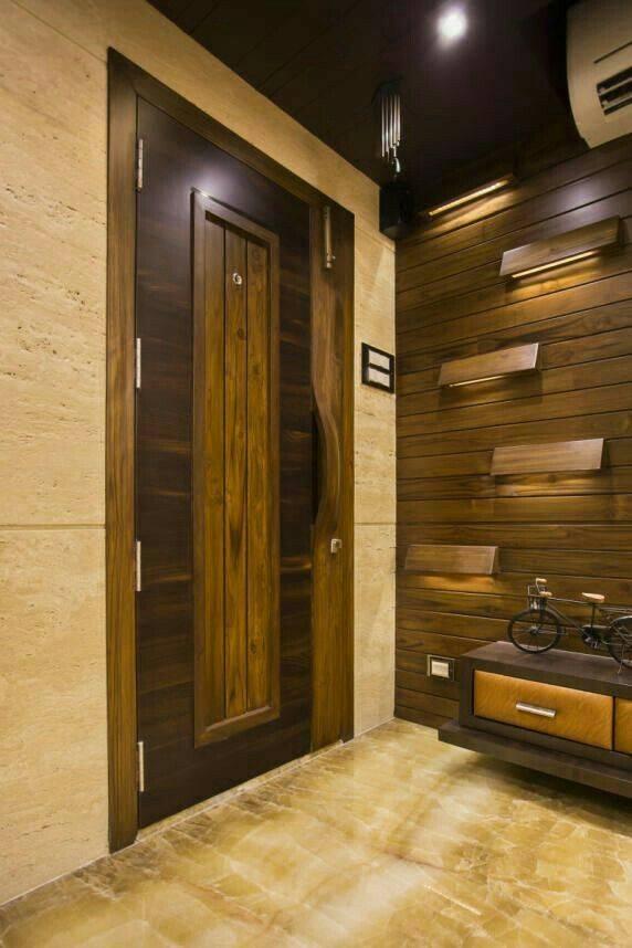 Ламинат на стене в интерьере: внутренняя отделка стен в гостиной, коридоре, прихожей и кухне, облицовка за телевизором в деревянном доме  - 55 фото