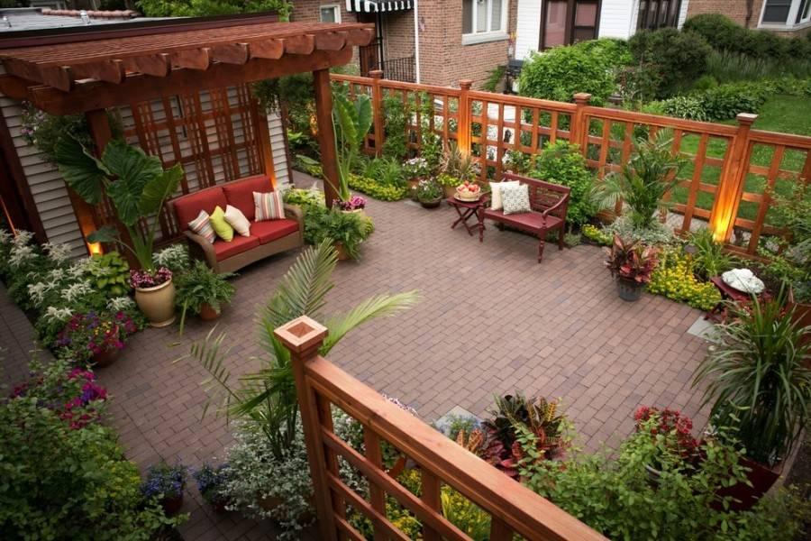 Ландшафтный дизайн двора в частном доме: 28 фото