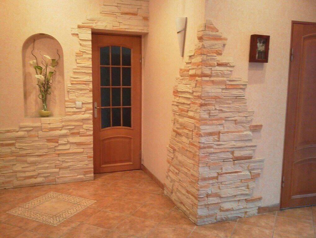 Обои под камень: 70 фото, идеи в интерьере прихожей, гостиной, кухни и спальни