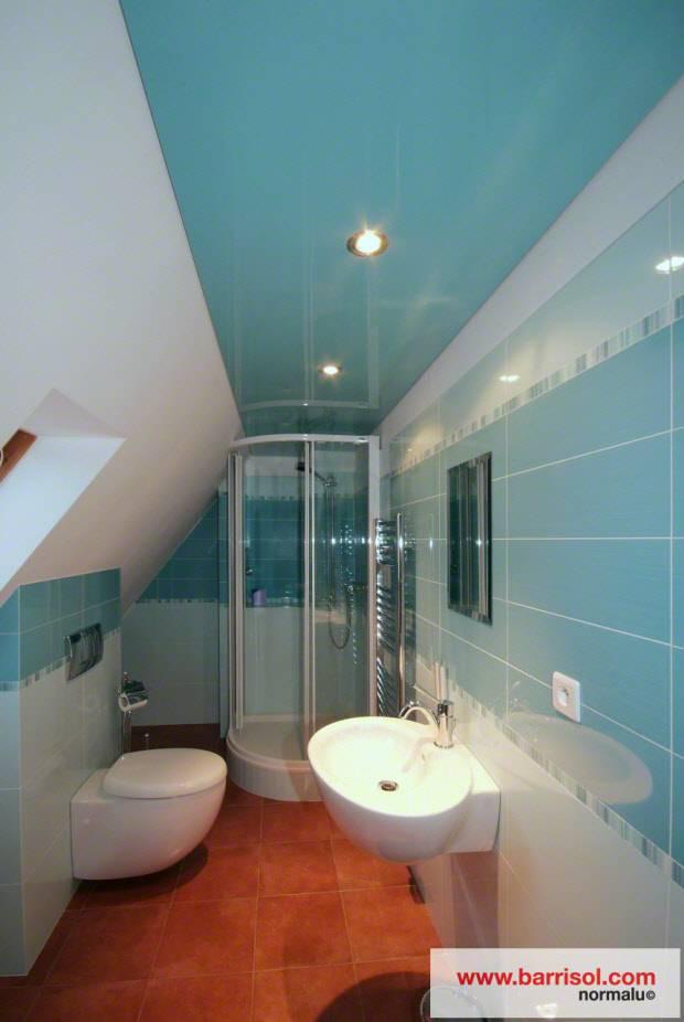Выбираем тканевый, натяжной потолок в ванную комнату, разбираем плюсы и минусы
